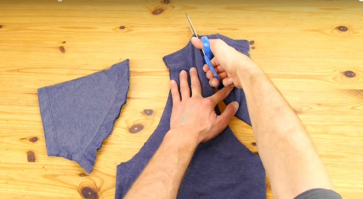 Easily transform your favorite t-shirt in a useful object. Find out how...