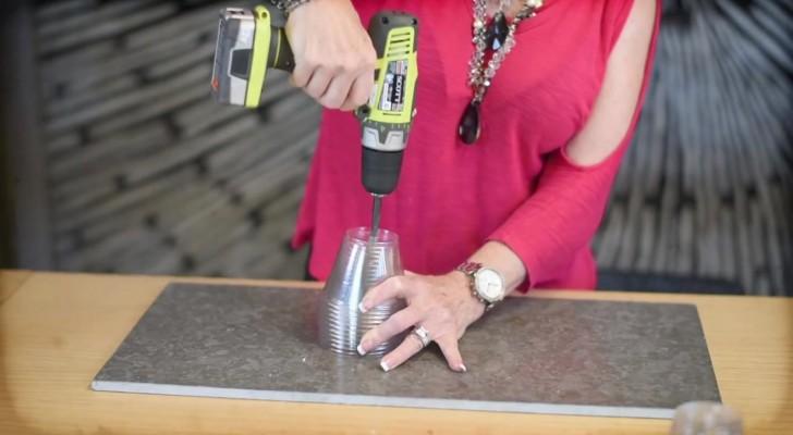 Inizia forando dei bicchieri di plastica... incredibile cosa riesce a farci!