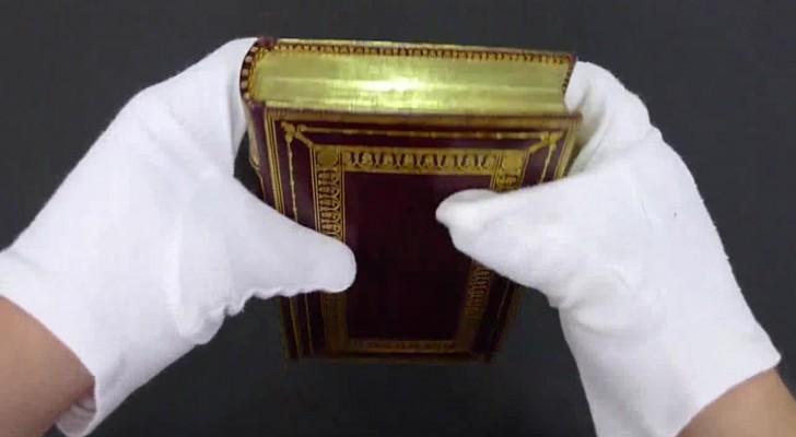 Il libraio piega il bordo di un volume e rivela un segreto antico e spettacolare