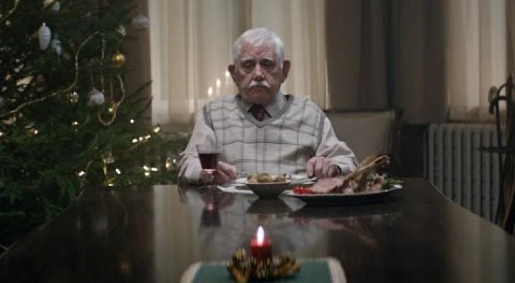 Ein alter Mann ist alleine an Weihnachten, aber was dann passiert, wird euch bewegen