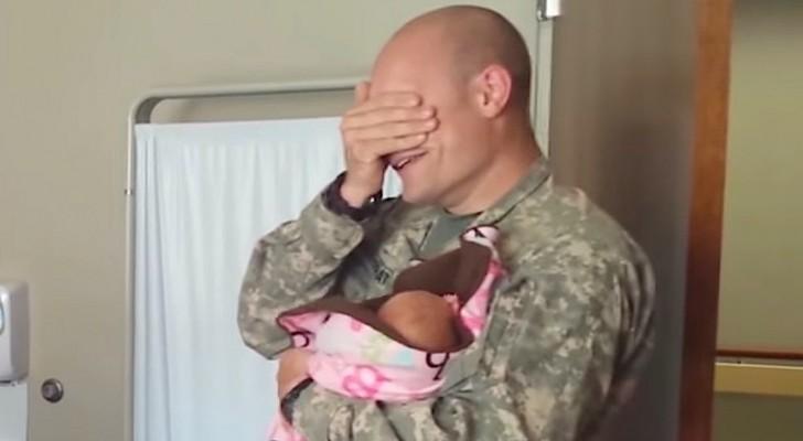 Ha viaggiato 22 ore per conoscere sua figlia: il loro primo incontro è da lacrime