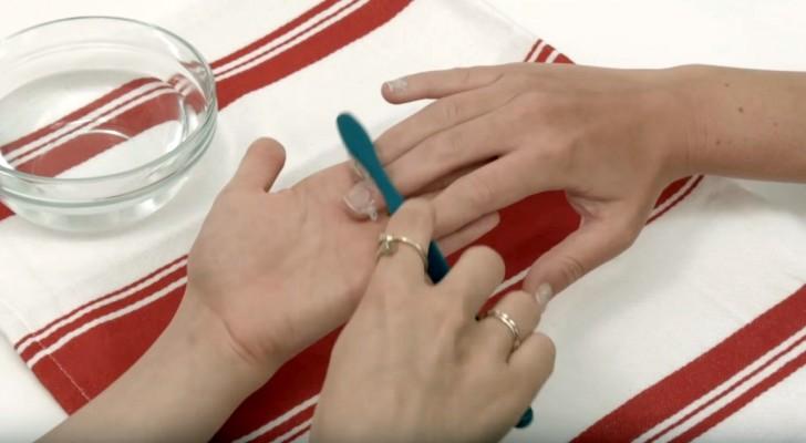 Nettoyer les ongles avec une brosse à dents et du dentifrice? Le résultat est brillant!