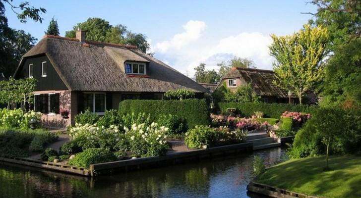 È un paese di 2600 abitanti ma non ha nemmeno una strada: ecco la storia di Giethoorn