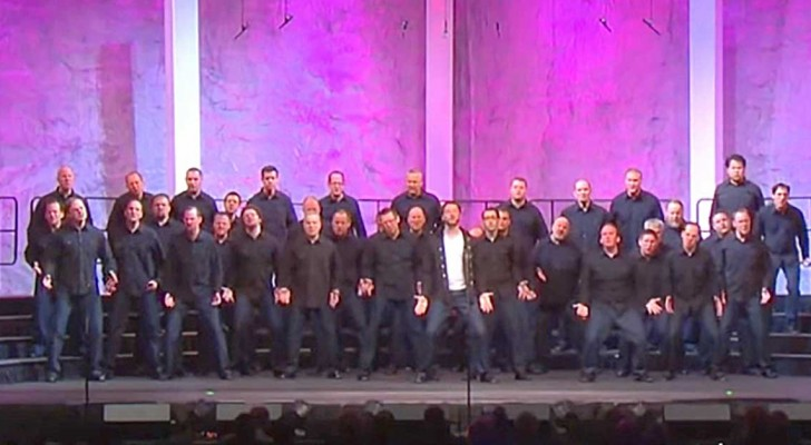 36 hombres regalan al publico un bellisimo espectaculo de musica y...colores!