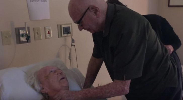 Ein Mann besucht seine Frau im Krankenhaus: Ihre Begegnung macht uns sprachlos