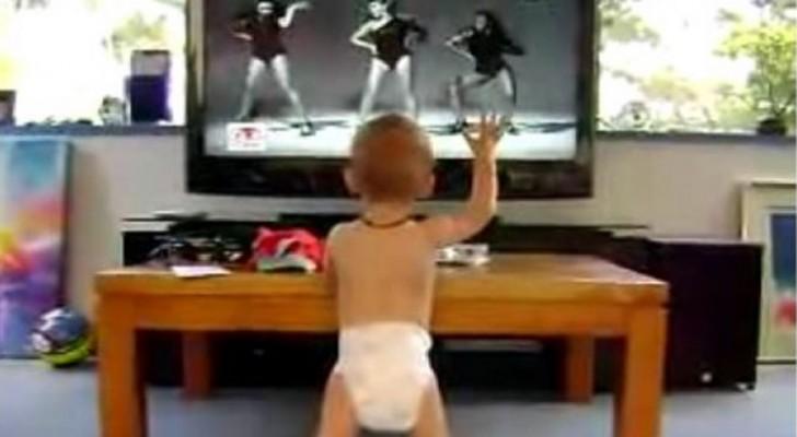 Pasan ponr la TV su cancion preferida: su baile hara reir a toda la familia!
