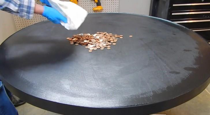 Riversa su un tavolo un sacchetto pieno di monete... Il risultato finale è davvero bellissimo!