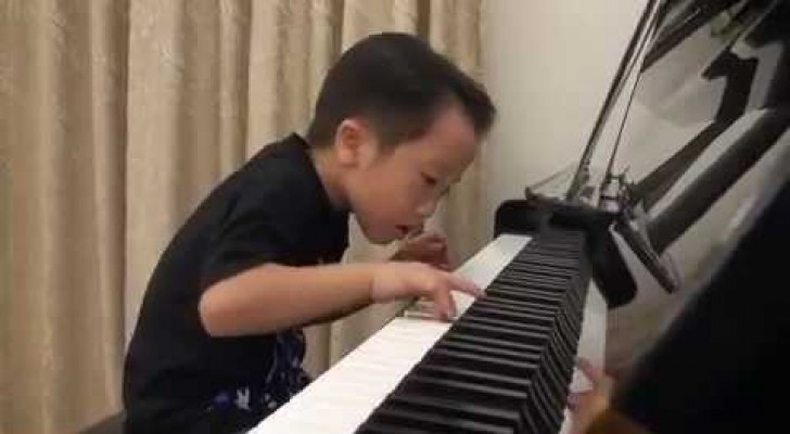 Incredible talent on the piano at the age of 5