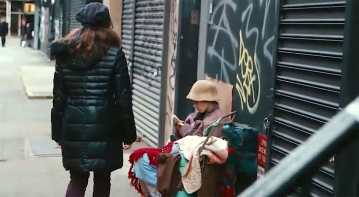 er l uft an einer obdachlosen frau vorbei aber er bemerkt. Black Bedroom Furniture Sets. Home Design Ideas