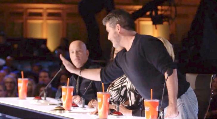 Het strengste jurylid drukt op de gouden knop voor haar... zij is een zeldzaam talent in zijn ogen!