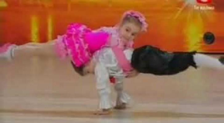 Deux incroyables enfants danseurs