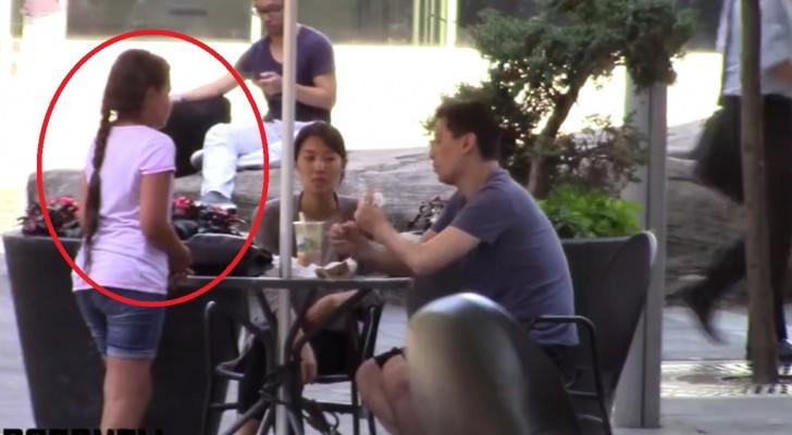 Une petite fille demande à manger à des étrangers : leur réaction va sûrement vous étonner