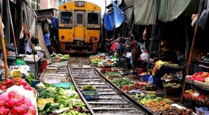 El tren pasa en medio del mercado?... solo hay que organizarse!