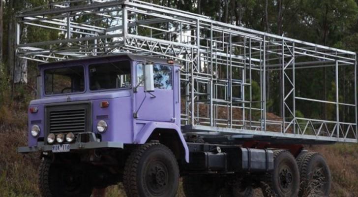 Hij Bouwt Zijn Vrachtwagen Om In Een Huis, Het Eindresultaat Is Om Jaloers Van Te Worden