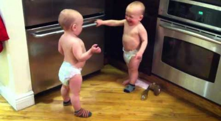 Twin babies talking, incredible !