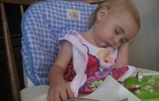 Bambini provano a restare svegli