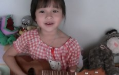 The sweet Gail sings Bruno Mars with ukulele