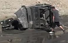Dovete Rimuovere Una Jeep Dal Fango? Iniziate Dal Tetto...