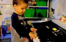 This three year old blind boy has NEVER taken a piano lesson. AMAZING!