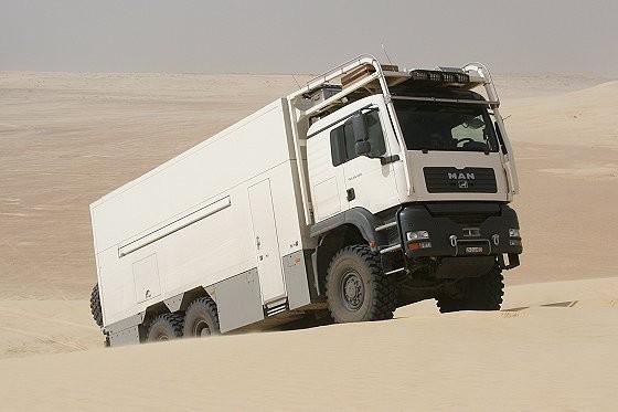 Het lijkt een gewone vrachtwagen, maar enkele details maken hem uniek in zijn genre