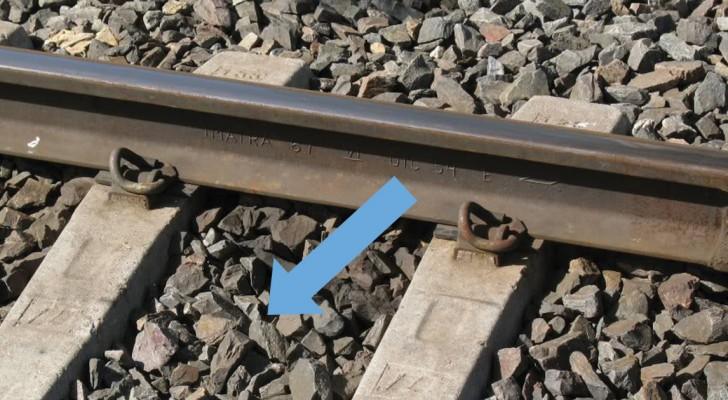 Savez-vous pourquoi les voies ferrées sont toujours placées sur des cailloux?