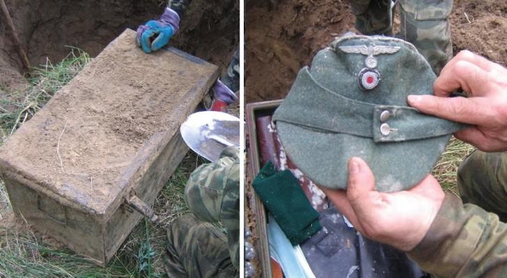 Er gräbt einen Schacht aus und findet eine metallische Schatulle: Drinnen ein
