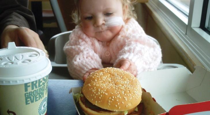 10 aliments que les enfants de moins de 2 ans ne devraient JAMAIS manger