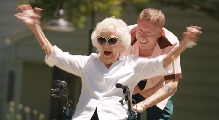 Ce célèbre chanteur célèbre les 100 ans de sa grand-mère en faisant d'elle la star d'un clip génial