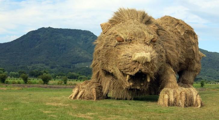 Riesige Tiere aus Stroh haben die Felder Japans erobert, nach der Reisernte