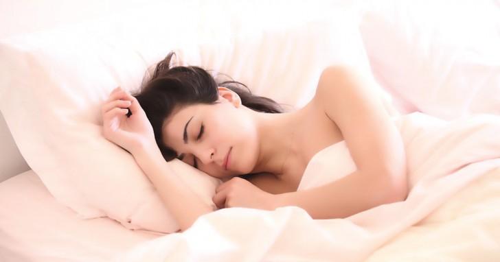 Come addormentarsi in un minuto col metodo 4-7-8
