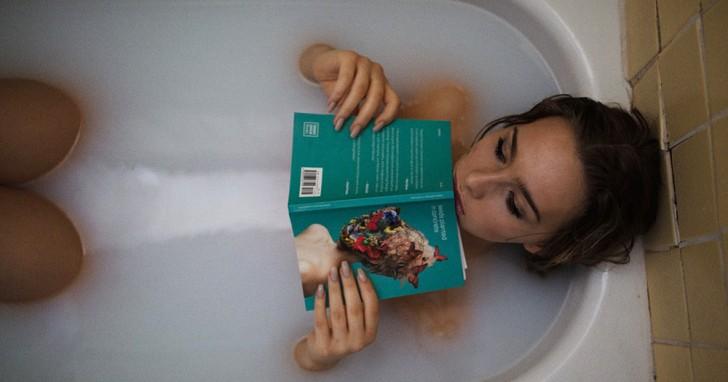 Met 1 uur in een warm bad liggen verbrand je net zoveel calorieën als in een halfuur wandelen