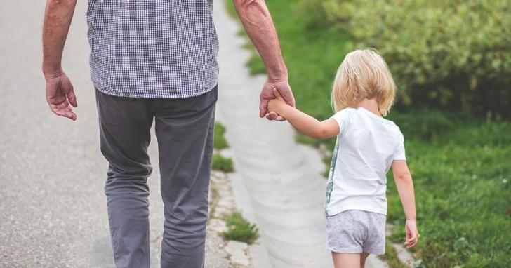 5 regole da stabilire in casa per insegnare ai figli a non fidarsi degli sconosciuti