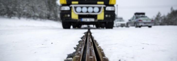 In Schweden eröffnet die erste Straße, die elektrische Fahrzeuge wieder auflädt während sie fahren