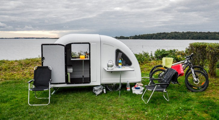 Deze microcaravan heeft twee slaapplaatsen en is vast te maken aan een fiets!