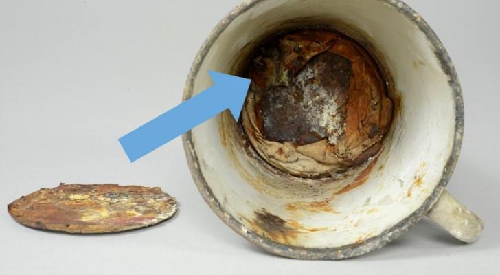 Questa tazza proveniente da Auschwitz ha custodito per 70 anni un tragico segreto