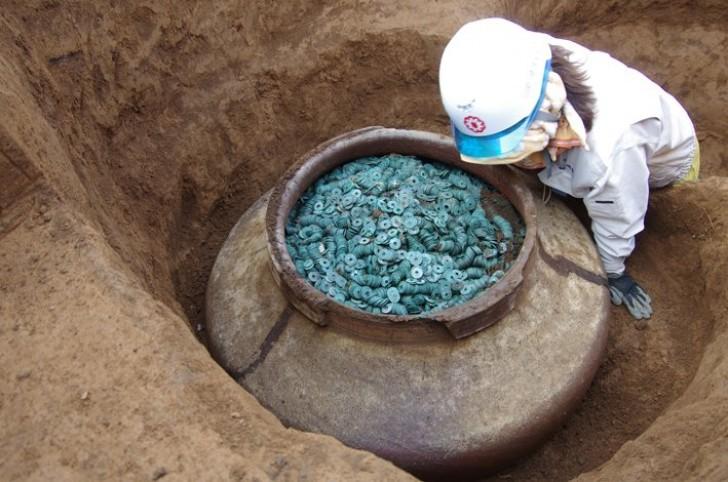 In Japan wurde ein riesiges Glas mit 200.000 Münzen entdeckt, die den Samurai gehören