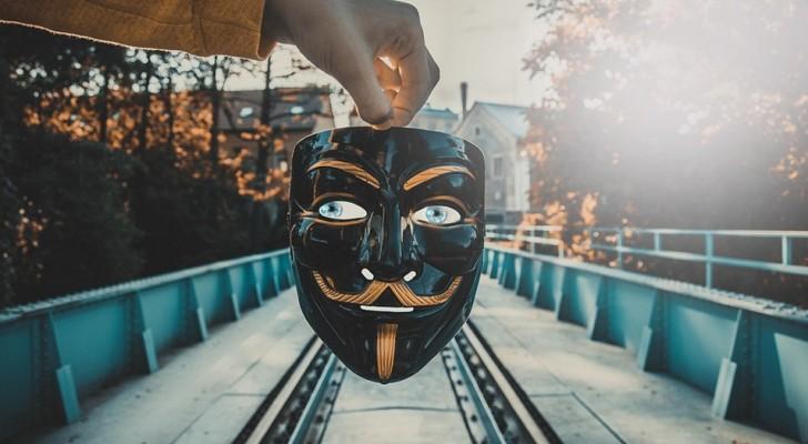 8 segnali che ti permettono di smascherare una persona falsa