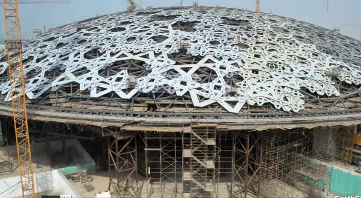 So wurde der Louvre in Abu Dhabi gebaut: das Video von 8 Jahren Arbeit in wenigen Sekunden.