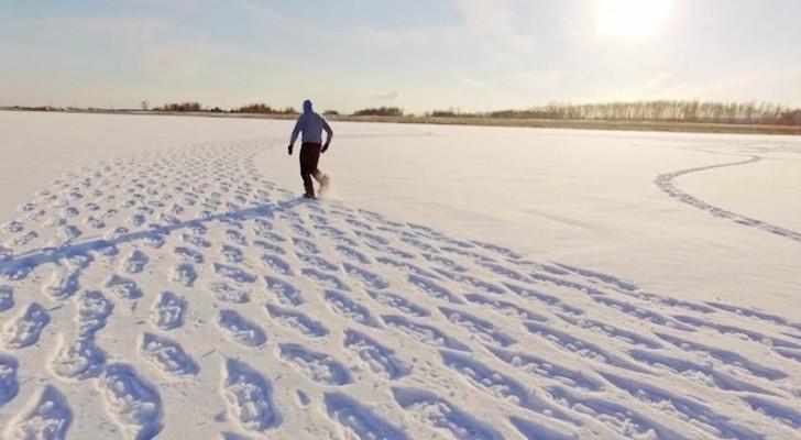 On dirait seulement un homme errant dans la neige, mais en regardant d'en haut tout change...