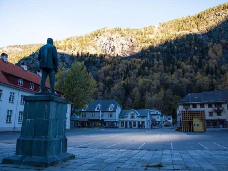 Voici pour vous Rjukan, le village norvégien éclairé par des miroirs 6 mois par an