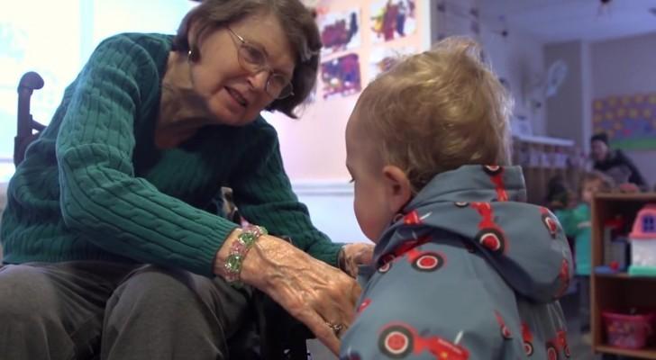 Aprono una scuola materna all'interno di una casa di riposo: i risultati sono entusiasmanti