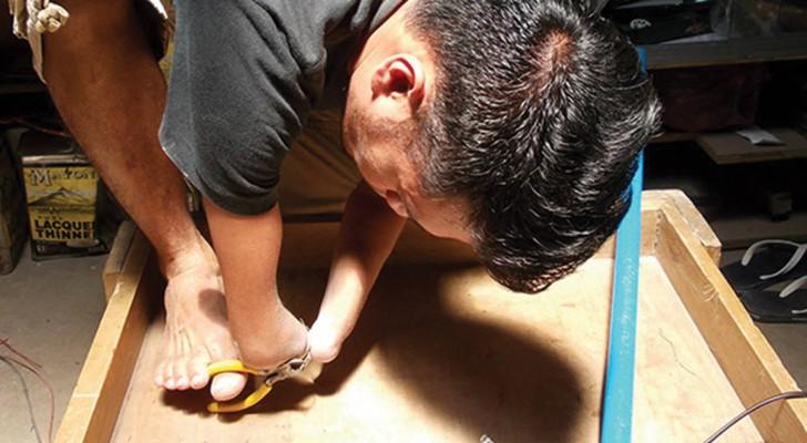 Il est né sans mains, mais il fabrique des objets d'une précision incroyable