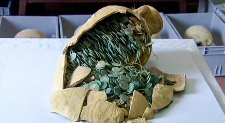 Eine Ausgrabung für hydraulische Installationen fördert einen römischen Schatz aus dem 3. Jahrhundert zutage